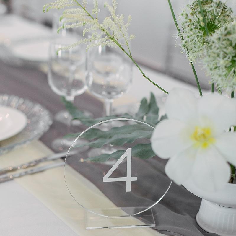 Номерок на столах гостей